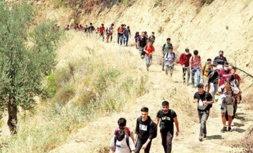 İran, Afganlara sınırlarını kapattı