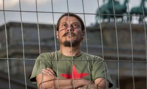 Alman polisi, gazeteci Erk Acarer saldırısında soruşturmayı genişletti