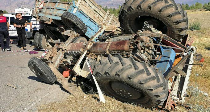 Yasak olmasına rağmen römorkunda tarım işçisi taşınan traktör kaza yaptı: İki ölü, altı yaralı