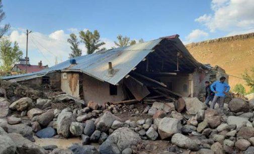Ağrı'da sel suları evini basınca kalp krizi geçiren kadın öldü