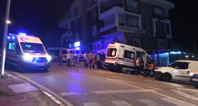 Fransız balkonun korkuluğu yerinden çıktı: İkinci kattan düşen kadın yaşamını yitirdi