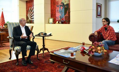 Kılıçdaroğlu, üniversiteyi kazanan Nazım Öngün İpek'i ağırladı
