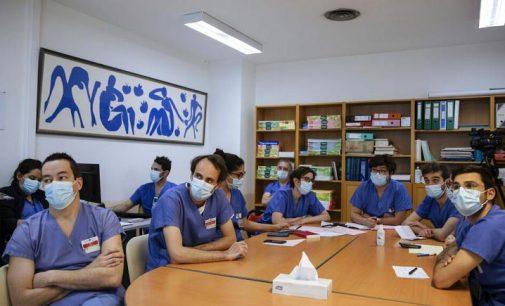 Fransa'da aşı olmayan 3 bin sağlık çalışanına mesai engeli