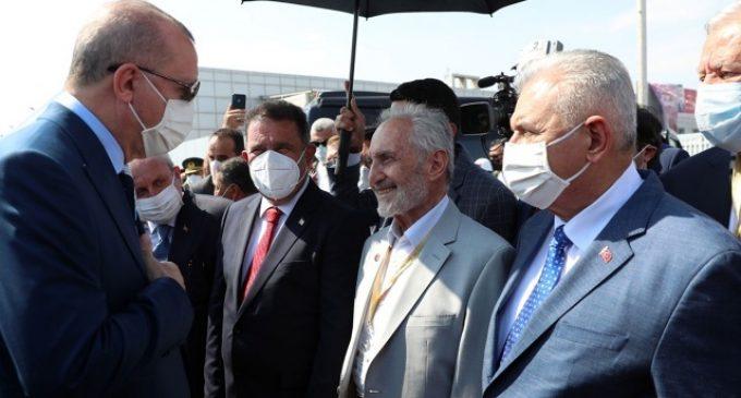 Hastaneye kaldırılan Oğuzhan Asiltürk maskeye de aşıya da karşıymış!