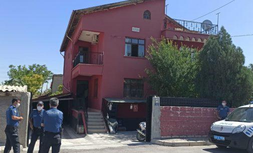 Kargaya ateş ederken balkondaki komşusunu vurdu
