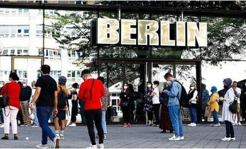 Almanya'da koronavirüs aşısı yaptırmayanlara yeni yaptırımlar: Maddi sonuçlara katlanmaları gerek