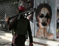 Taliban Kadın İşleri Bakanlığı'na kadınların girmesini engelledi