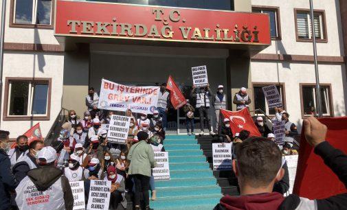 """Hak arayan işçilere valilik önünde saldırı: Polis amiri """"Çevik süpür"""" talimatı verdi, polisler işte böyle saldırdı!"""