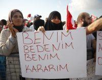 """İzmir Valiliği'nden """"aşı karşıtı miting"""" kararı: Bornova'da yapılacak"""