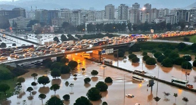 İzmir'de valilikten sel uyarısı