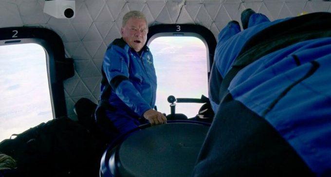 Uzay Yolu'nun Kaptan Kirk'ü en yaşlı uzay yolcusu oldu